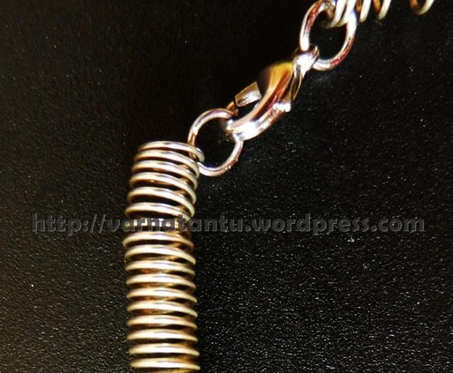 17T 2c Neck chain fastening
